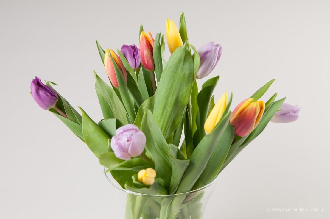 Een boeket met tulpen