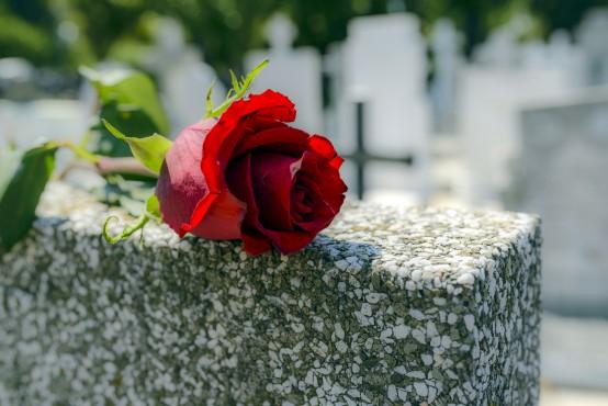 Rouwbloemen bij een kist, kistbedekking en speciale vormen