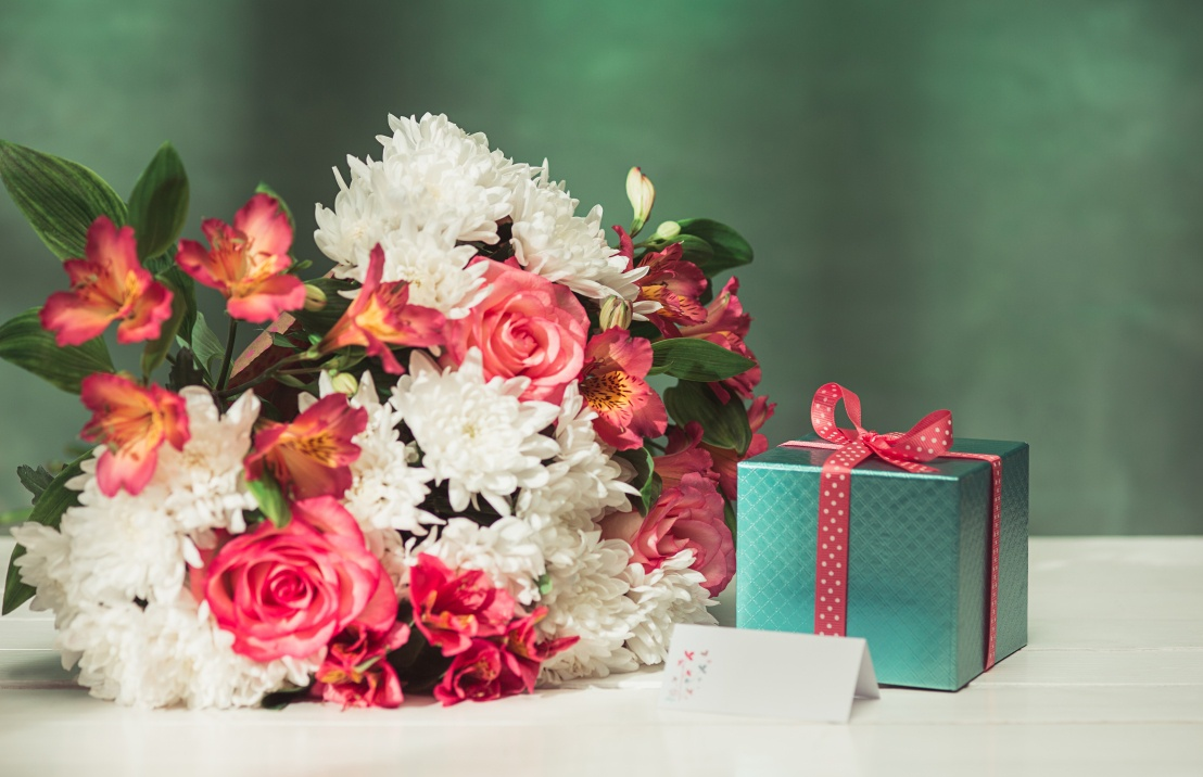 Bloemen versturen met kerst als geschikt kerstcadeau