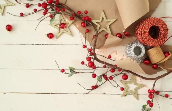 Kerst met kransen en droogbloemen