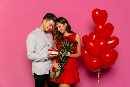 Valentijnsboeket met extra cadeautje versturen zoals bijvoorbeeld chocola